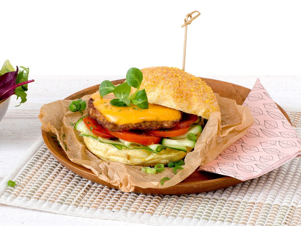 Schouten Europe: manufacturer vegetarian en vegan meat substitutes: Vegetarian cheese burger
