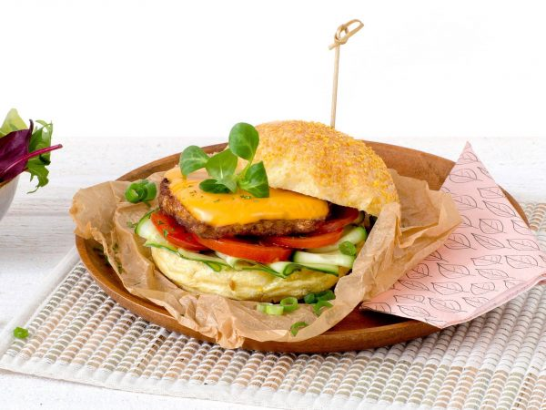 Meat substitute: Vegetarian Cheeseburger