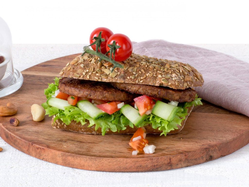Meat substitute: Vegetarian nut burger