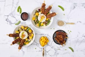 Vleesvervangers: vegetarsiche gemarineerde 'kip'spiesjes
