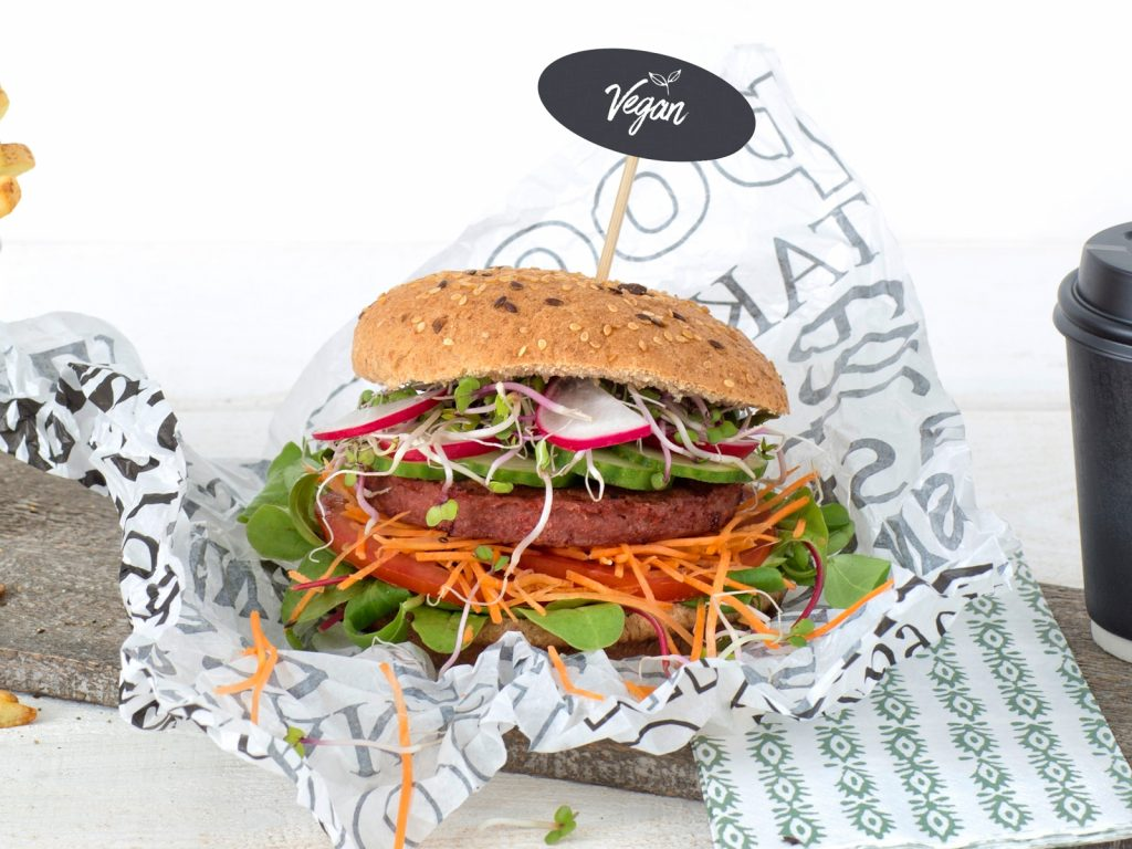 Schouten Europe: manufacturer vegetarian en vegan meat substitutes: Vegan Legendary Burger