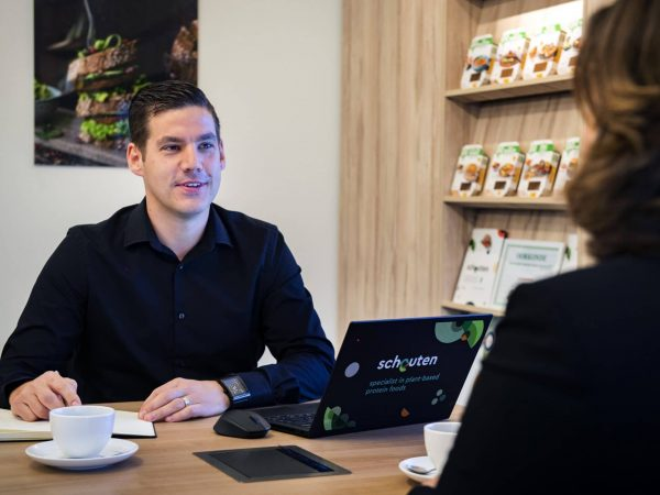 Advising customers in plant-based assortiment