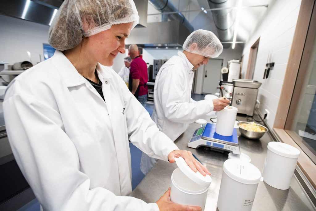 Schouten Specialist in the development of plant-based products - testlab weighing plant-based ingredients