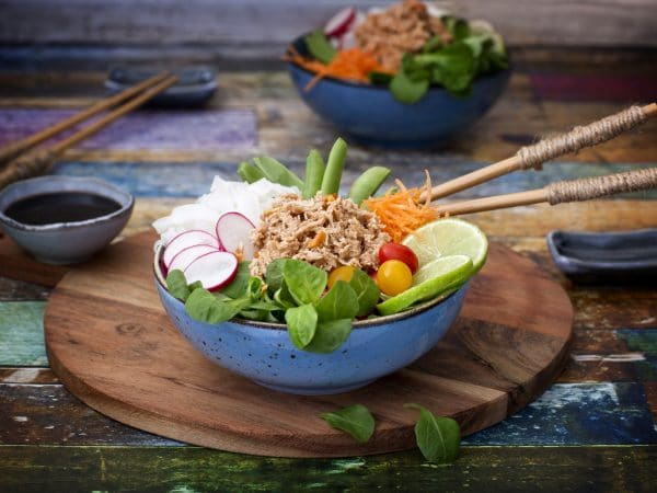 Poke bowl with Green vegan Tuna: Schouten specialist in plant-based protein products
