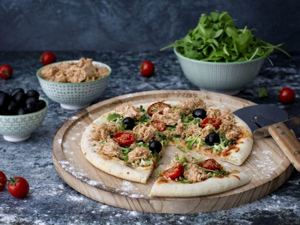 Pizza with Green Vegan Tuna : Schouten specialist in plant-based protein products