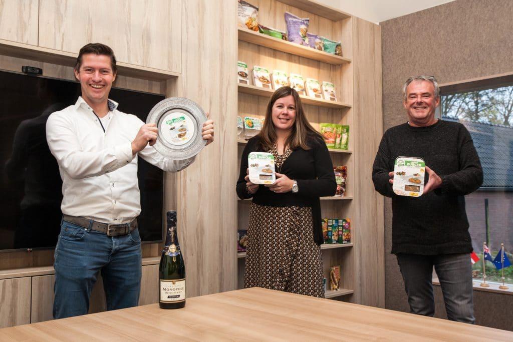 Innova Klassiek Levensmiddelenkrant: Schouten wint award met de Vegan Linzenburger