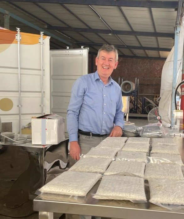 Dutch Henk Schouten, with the first tempeh from a Small Fermentation Unit (test location)